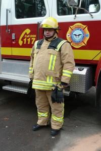 Ein Firefighter mit seiner persönlichen Schutzausrüstung