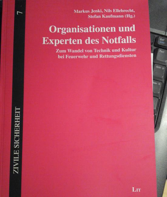 """Buchcover """"Organisationen und Experten des Notfall"""""""