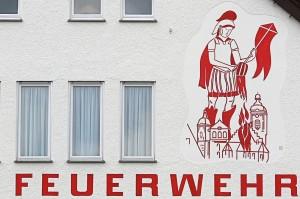 """Weingarten (Württemberg), Feuerwehr mit Wandgemälde """"St. Florian"""" Fotograf: Andreas Praefcke (C 3.0) / Quelle: Wikimedia Commons"""