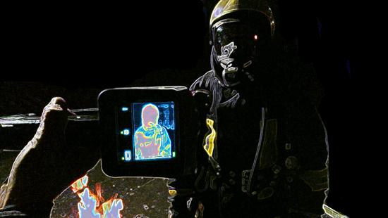 Feuerwehrmann als optisches Bild und Darstellung im Display einer WBK