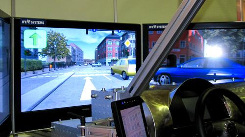 Der Einsatzfahrtsimulator von IFE Systems soll Sonderrechtsfahrer sensibilisieren. Bild:fwnetz/sc