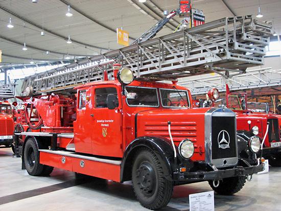 KL27 Mercedes-Benz mit Aufbau Metz