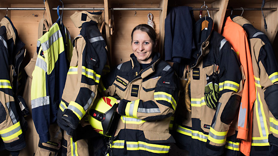 Die Feuerwehrfrau. Bild: Marco Frauchiger.